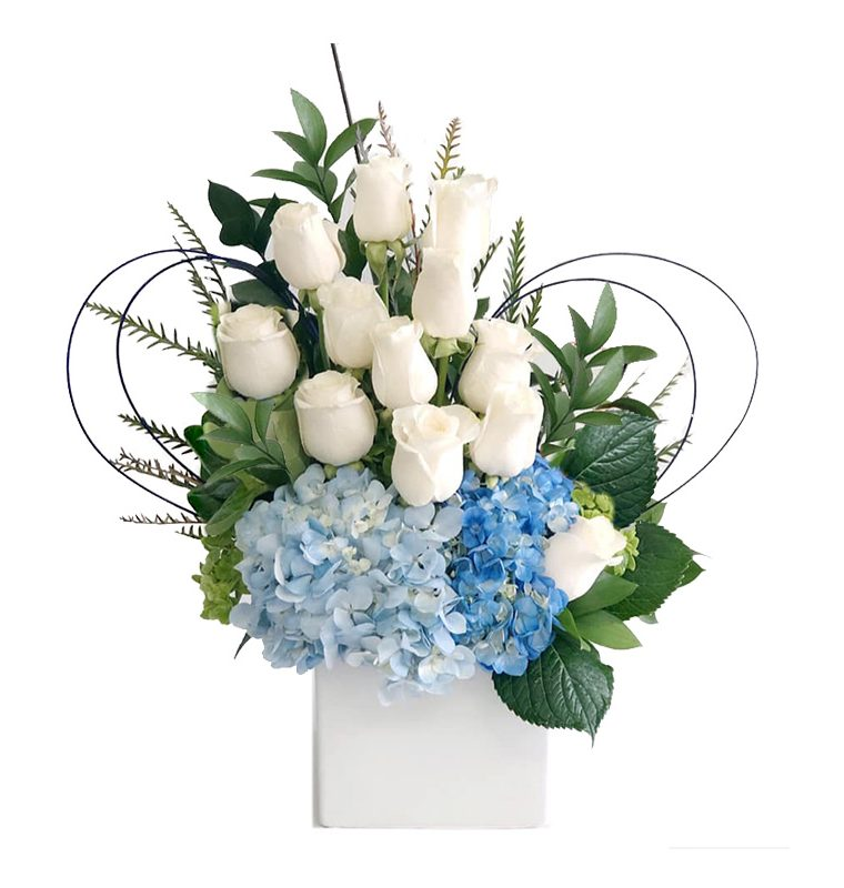 Arreglo-flores-hortencias-rosas